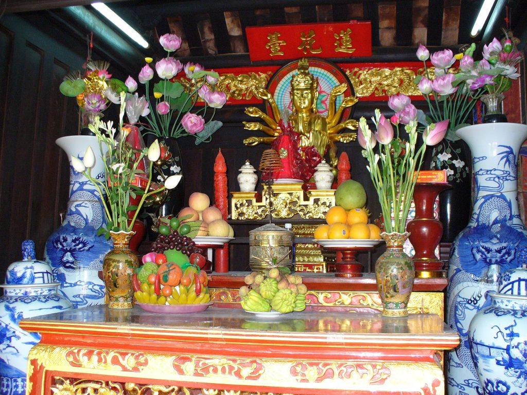 Altar mit Opfergaben