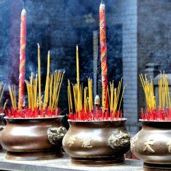 Räucherstäbchen um Qingming-Fest
